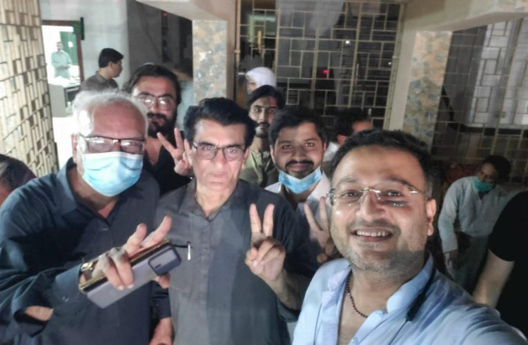 NA -249 Karachi-After announced the result Qadir Khan with party leaders