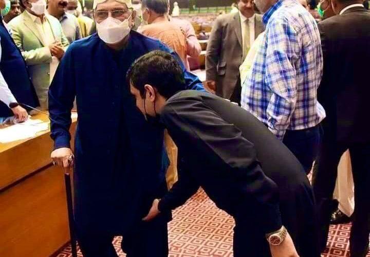 Son of islamuddin sheikh Nouman Sheikh paying respect to AAZ